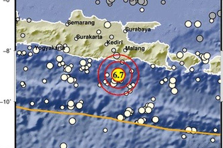 Gempa berkekuatan M 6,7 pada Sabtu (10/4/2021) pukul 14.00 WIB. Guncangan gempa dirasakan warga di wilayah Jawa Timur, Jawa Tengah, dan DI Yogyakarta.