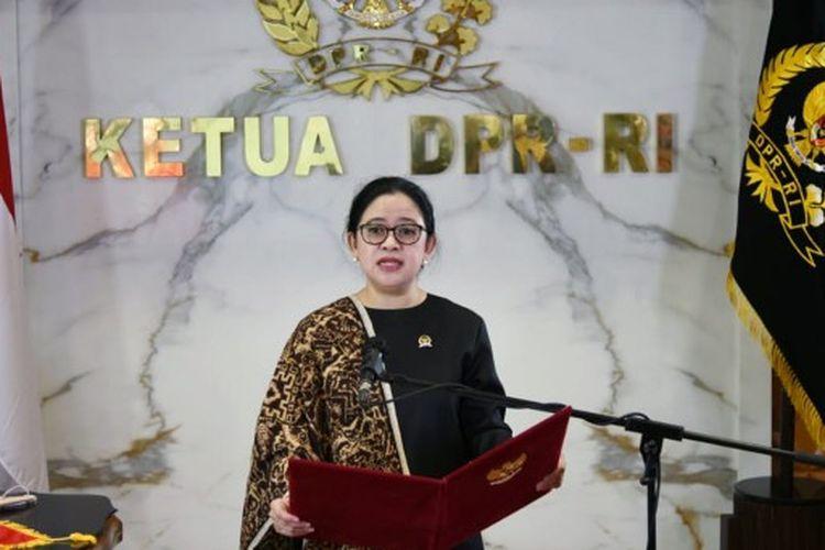 Ketua Dewan Perwakilan Rakyat (DPR) Republik Indonesia (RI) Puan Maharani saat membacakan naskah Pembukaan UUD 1945 dalam Upacara Peringatan Hari Lahir Pancasila di Gedung Pancasila, Jakarta, pada Selasa (1/6/2021).
