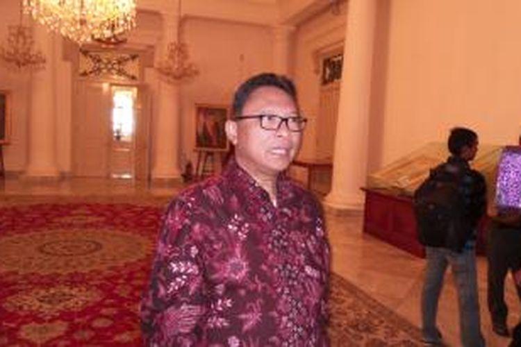 Direktur Summarecon Adrianto P Adhi, usai acara serah terima dua unit truk sampah yang diberikan oleh pihaknya kepada Pemprov DKI, di Balaikota Jakarta, Senin (14/7/2014)