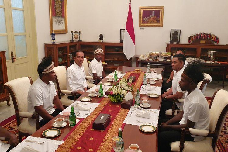 Presiden Joko Widodo santap siang bersama para pemenang lomba festival Gapura Cinta Negeri. Acara santap siang itu dilakukan di Istana Merdeka, Jakarta, Selasa (3/9/2019).