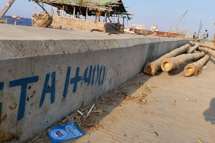 Proyek Tanggul Laut di wilayah Kali Baru, Jakarta Utara.