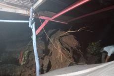 Pohon Tua Tumbang dan Menimpa Rumah Warga di Cianjur