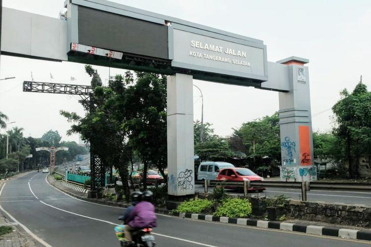 Gapura batas wilayah DKI Jakarta - Tangerang Selatan, Banten jadi sasaran aksi vandalisme.