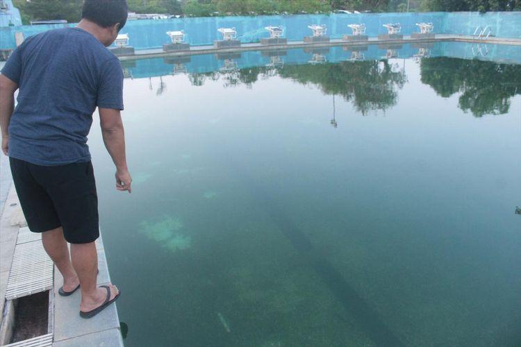 Kondisi air di venue Aquatic Kompleks Jakabaring Sport (JSC) Palembang menjadj bewarna hijau akibat dipenuhi lumut. Hal itu disebabkan karena pompa air yang ada didalam kolam tak dapat hidup akibat listrik diputus oleh pihak PLN, Selasa (2/7/2019).