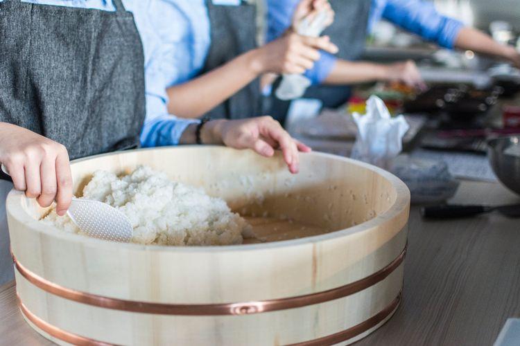 Ilustrasi penanak nasi tradisional.