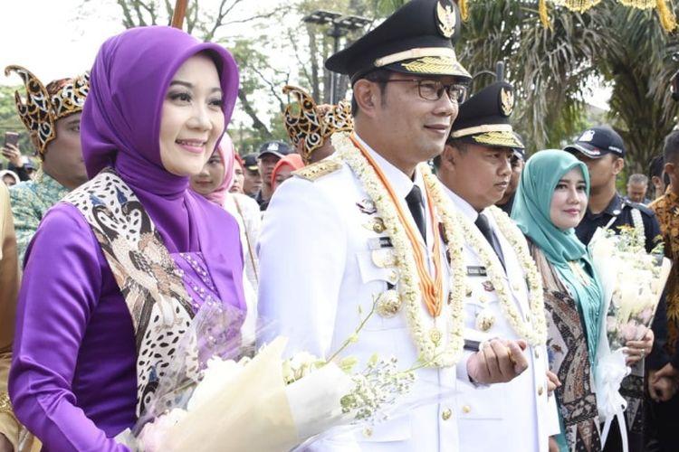Gubernur Jabar Ridwan Kamil dan Wakil Gubernur Jabar Uu Ruzhanul Ulum saat menghadiri prosesi penyambutan di Gedung Sate, Jalan Diponegoro, Kamis (6/9/2018).