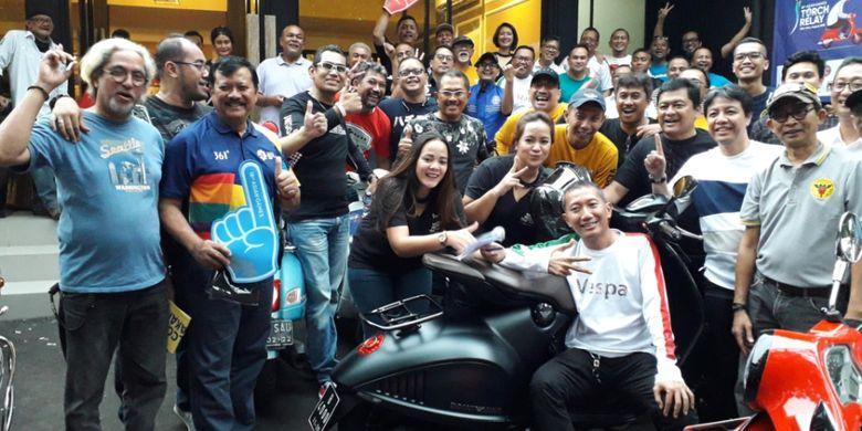 Para anggota gabungan komunitas Vespa yang akan mengawal pawai obor atau torch relay Asian Games di Jakarta pada 15 dan 16 Agustis 2018.
