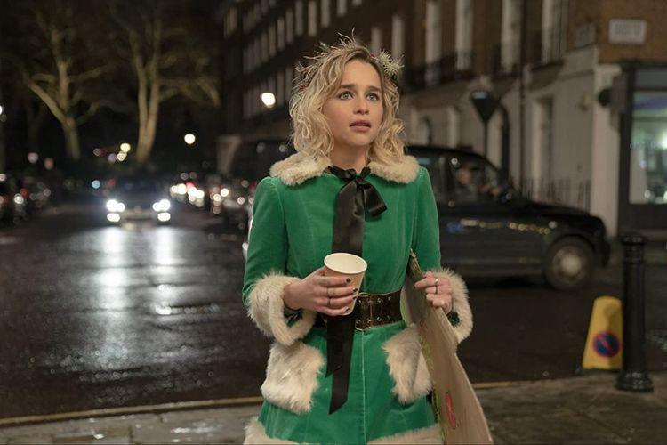 Emilia Clarke dalam film komedi romantis Last Christmas (2019).