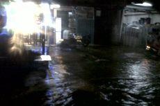 Genangan di Sejumlah Jalan di Jakarta Timur, Kendaraan Sulit Melintas