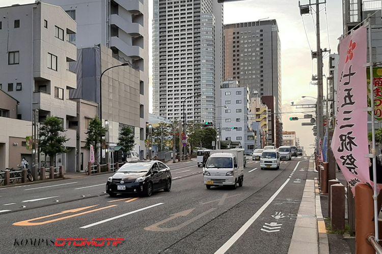 Suasana lalu lintas di salah satu sudut kota di Jepang