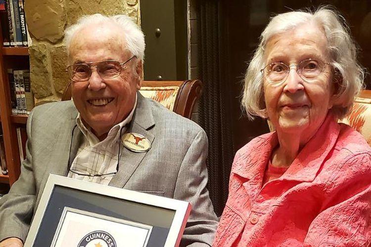 John dan Charlotte Henderson, pasangan suami istri (pasutri) asal Texas berhasil memecahkan rekor dunia atau Guinness World Records sebagai pasangan tertua di dunia.