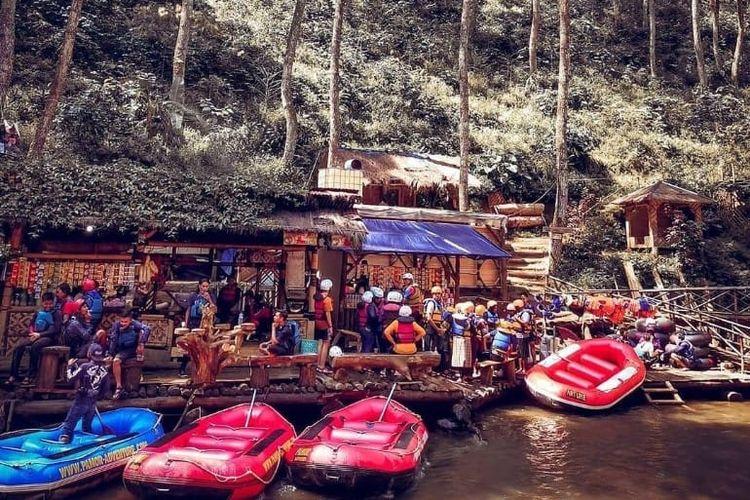 Area Wisata Alam Singkur yang jadi tempat persinggahan pemain rafting di Sungai Palayangan