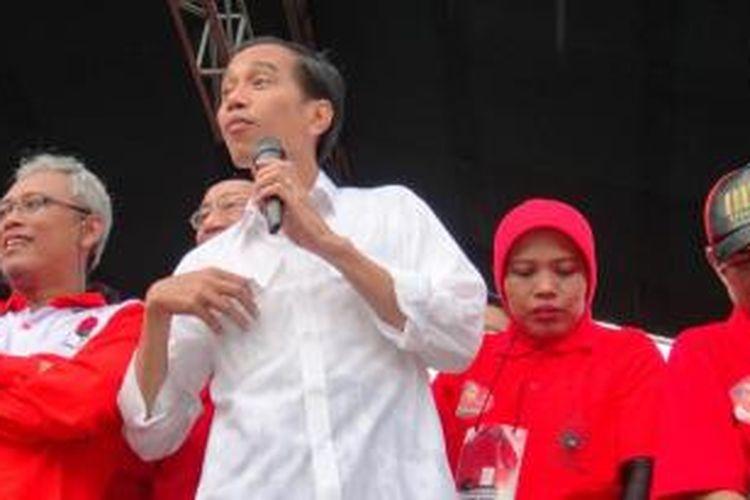 Bakal calon presiden, Joko Widodo, saat berorasi di Lapangan Tegal Besar, Kecamatan Kaliwates, Jember, Jawa Timur, Jumat (4/4/2014)