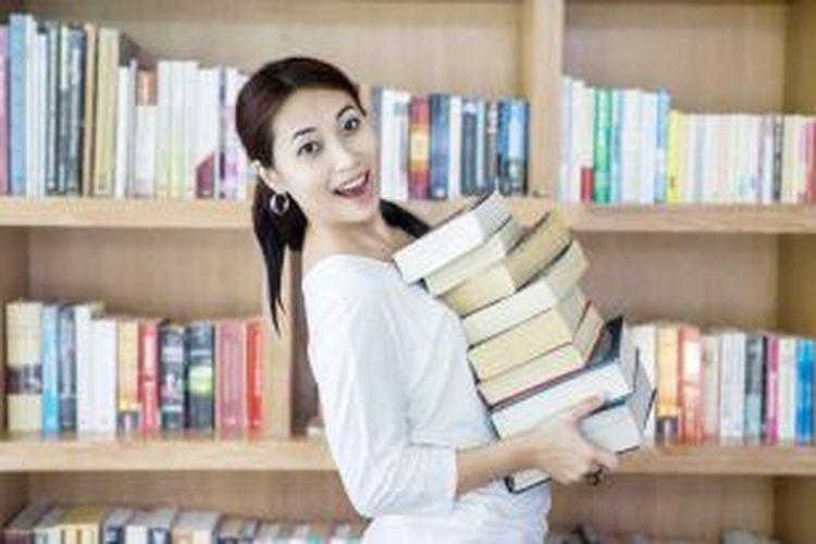 Para calon mahasiswa yang ingin berkuliah di jurusan Sastra Cina, tidak membutuhkan dasar Bahasa Mandarin karena pengajaran oleh para dosen berpengalaman dan native speaker akan diberikan dari dasar.