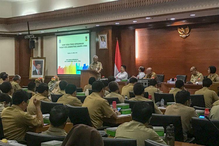 Wali Kota Jakarta Utara Syamsuddin Lologau, Selasa (2/4/2019) mengimbau Aparatur Sipil Negara (ASN) menjaga netralitas jelang pemilu serentak 17 April 2019, dalam acara sosialisasi Implementasi Netralitas ASN.