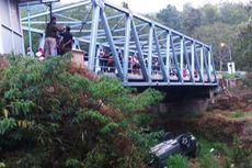 Diduga Rem Blong, Sebuah Mobil Masuk Jurang di Jalur Maut Sarangan