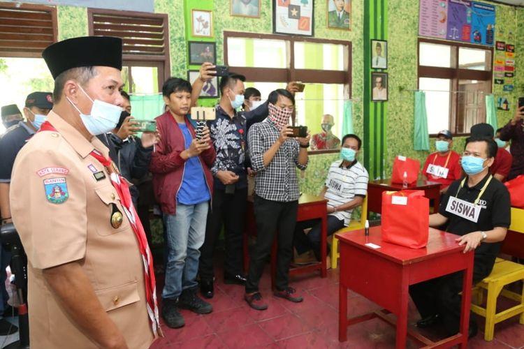 Wali Kota Serang Syafrudin saat melihat langsung simulasi pembelajaran tatap muka di SDN 2 Kota Serang