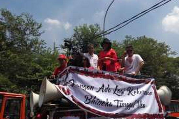 Anggota Komisi II DPR Budiman Sudjatmiko ikut hadir dalam Parade Bhineka Tunggal Ika yang di gelar di kawasan Patung Arjuna Wijaya atau Patung Kuda, Jalan MH Thamrin, Jakarta Pusat, Sabtu (19/11/2016).