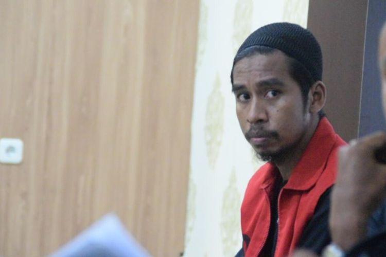 Majelis Hakim Pengadilan Negeri Pasarwajo, Kabupaten Buton, Sulawesi Tenggara, memvonis 2 tahun penjara terhadap seorang jurnalis, Muhamad Sadli Saleh, Kamis (26/3/2020) sore.
