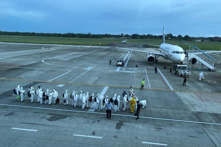 Ilustrasi: Sejumlah tenaga kerja asing bersiap pulang ke negaranya karena kontrak kerjanya habis.