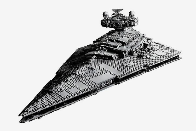Imperial Star Destroyer set dari LEGO.