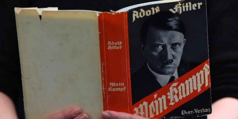 Buku Mein Kampf karangan Adolf Hitler.