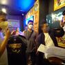 Mengaku Baladewa, Raffi Ahmad Borong Kaos Dewa 19