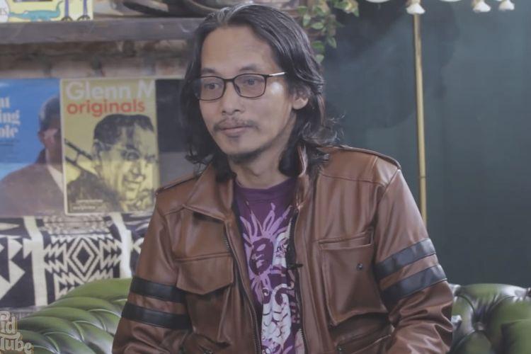Indra Qadarsih sedang berbincang dengan David Bayu. (Bidikan layar YouTube David Bayu Tube).