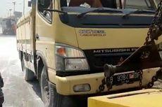 Truk Semen Kecelakaan di Tol Cawang, Seluruh Muatannya Tumpah ke Jalan