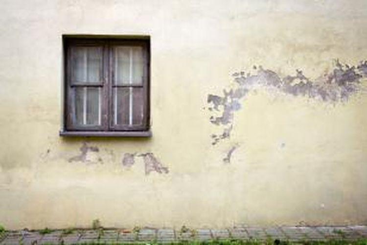 Tembok yang menyusut akan menyebabkan adanya retak. Biasanya, retak ini muncul di sekitar garis mortar.