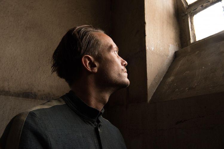 Aktor August Diehl dalam film A Hidden Life