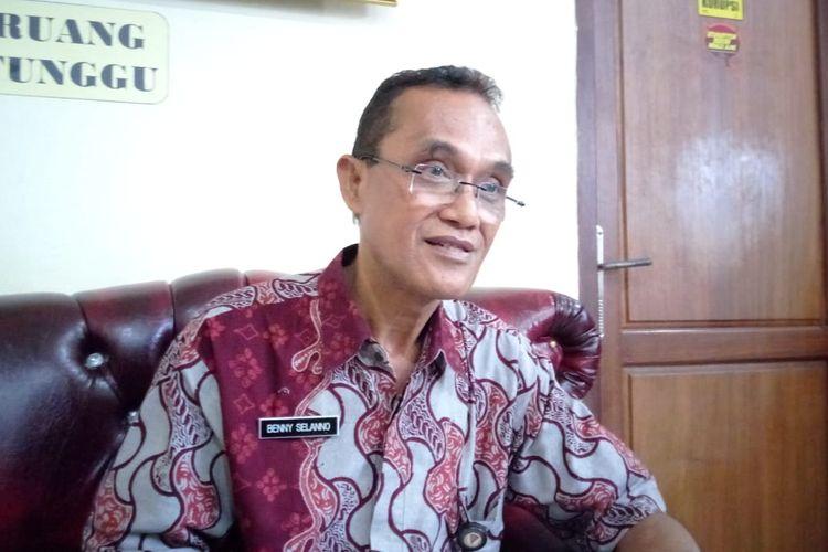 Kepala Badan Kepegawaian Daerah (BKD) Kota Ambon, Benny Selano memberikan penjelasan terkait ASN koruptor kepada wartawan di kantornya, Kamis (2/5/2019)