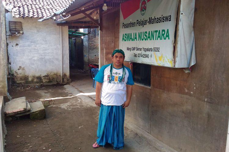 Muhammad Mustafid (40), pengasuh Pondok Pesantren (Ponpes) Aswaja Nusantara di Kampung Mlangi, Desa Nogotirto, Kecamatan Gamping, Kabupaten Sleman, Rabu (14/6/2017).