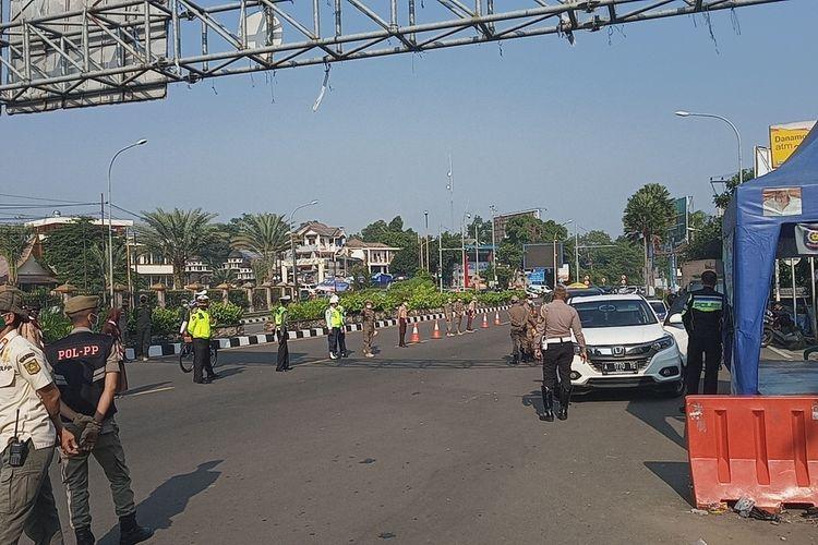 Sehari jelang Lebaran Idul Fitri 2021, jumlah kendaraan yang terindikasi hendak wisata terjaring penyekatan mudik di Pos Gadog, Puncak Bogor, Jawa Barat, Rabu (12/5/2021).