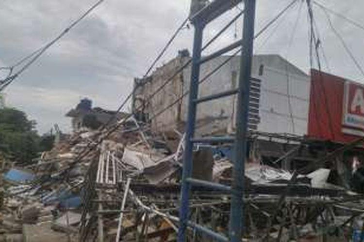 Bangunan PHD Jatimurni, Pondok Gede, Bekasi, hancur akibat ledakan tabung gas 50 kg pada Minggu (23/10/2016) pagi.