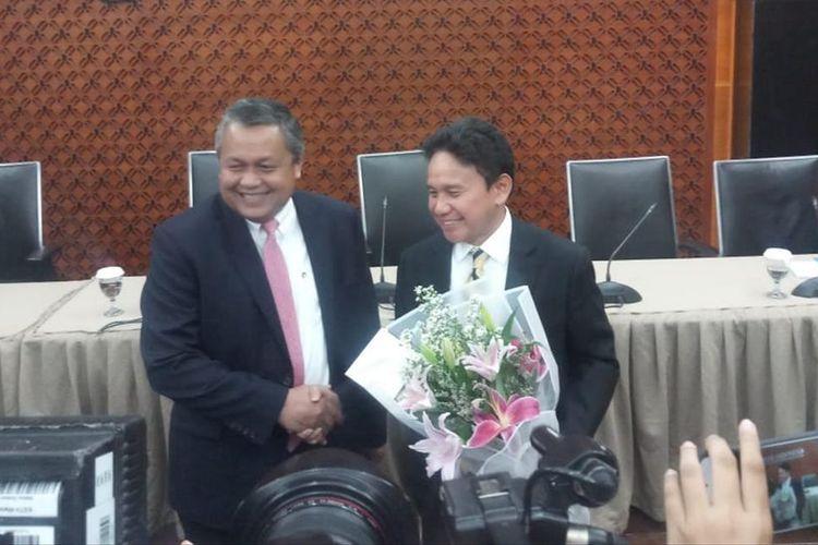 Gubernur Bank Indonesia Perry Warjiyo dan Deputi Gubernur Senior BI Mirza Adityaswara di Jakarta, Kamis (17/7/2019).