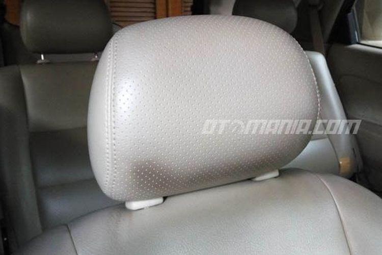Headrest pada tempat duduk mobil memiliki beragam manfaat.