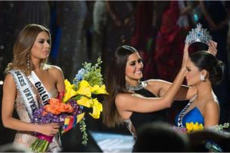 Mahkota Miss Universe 2015 berganti kepala pemenang, dari Miss Colombia ke Miss Phillipine.