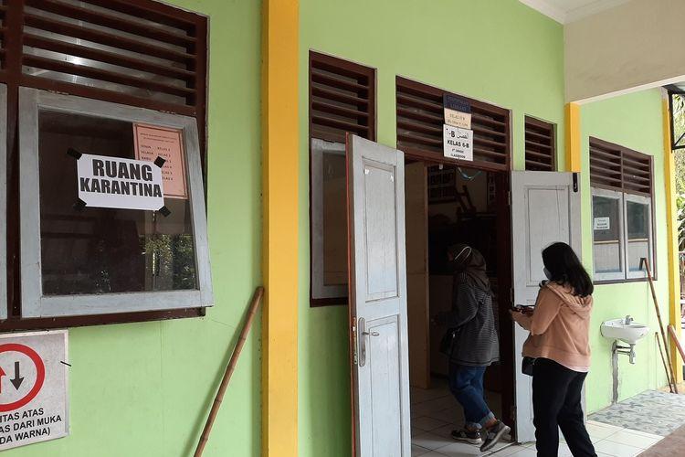 Ruang Karantina di Kompleks Barak Pengungsian Glagaharjo. Ruang yang meminjam SD Muhammadiyah Cepitsari ini digunakan jika ada pengungsi yang hasil rapid test reaktif.