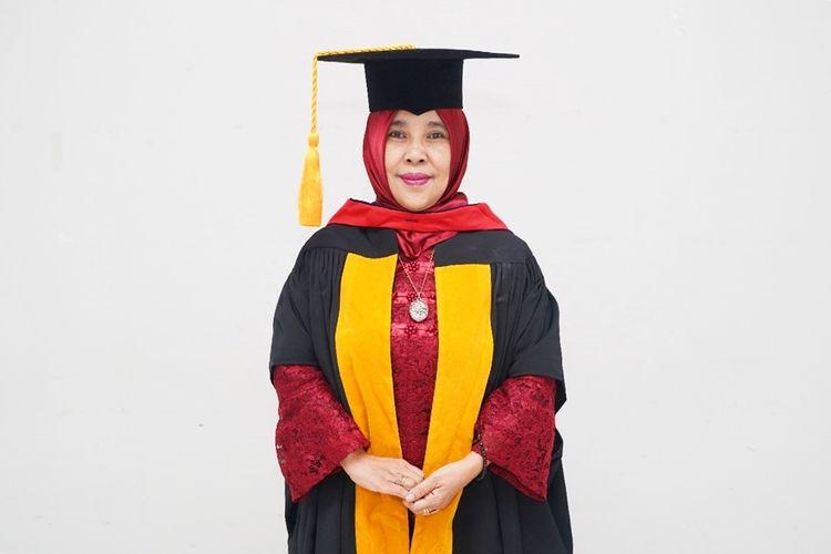Potret Guru Besar Bidang Ilmu Pendidikan Ekonomi Universitas Pendidikan Indonesia (UPI) Prof. Dr. Hj. B Lena Nuryanti Sastradinata M. Pd