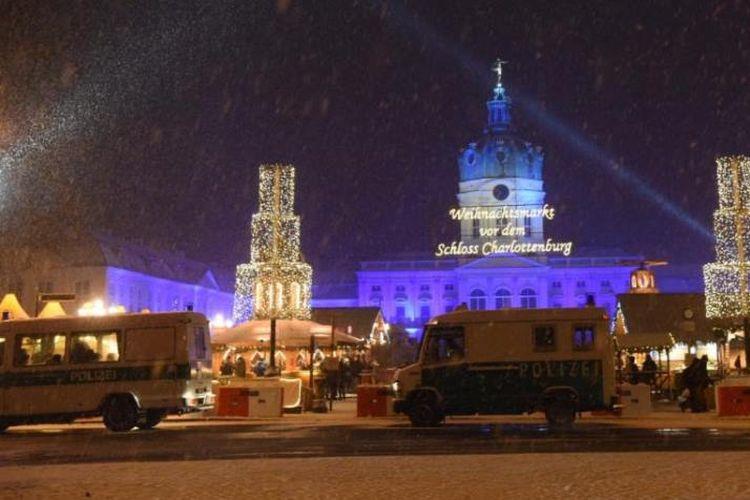 Polisi Jerman mengerahkan pasukannya ke pasar Natal di Charlottenburg, Berlin setelah menemukan ratusan peluru di sekitar tempat itu.