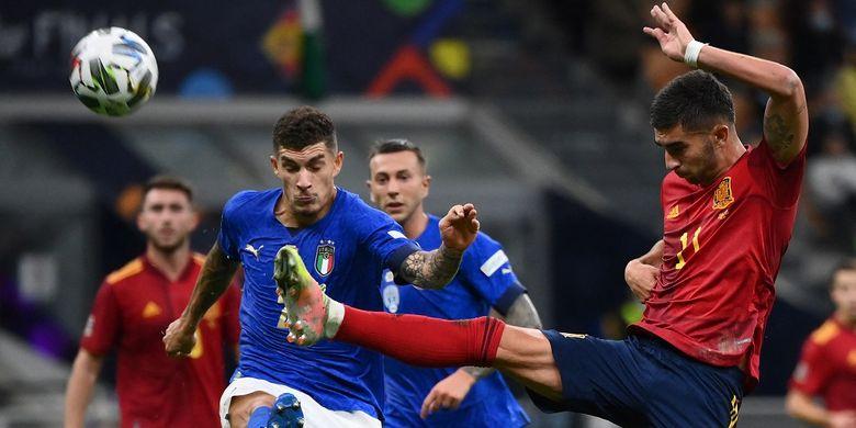 Penyerang Spanyol Ferran Torres beraksi pada semifinal UEFA Nations League kontara Spanyol di Stadion San Siro, Milan, pada Kamis (7/10/2021) dini hari WIB.