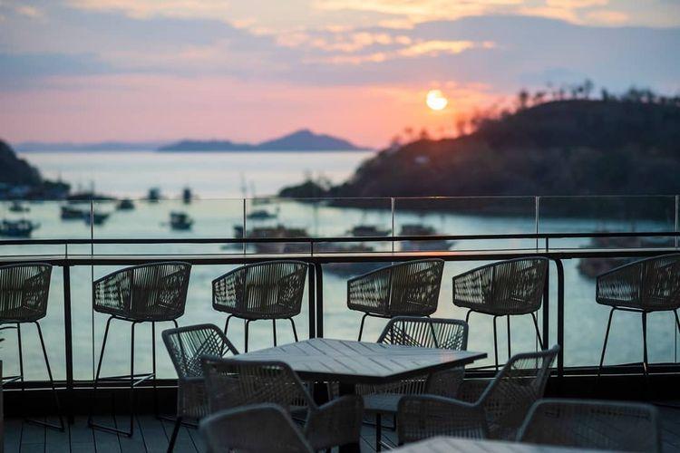 Hotel Inaya Bay Komodo Labuan Bajo saat Sunset