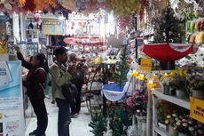Penjualan Pernak-pernik Natal Mulai Ramai di Denpasar