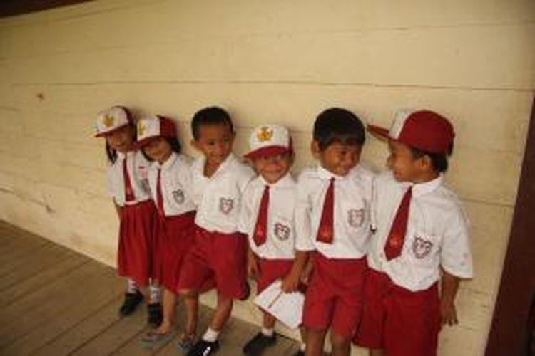 Dana BSM diberikan kepada siswa mulai dari tingkat dasar hingga perguruan tinggi, di sekolah-sekolah yang berada di bawah naungan Kemdikbud maupun Kementerian Agama (Kemenag).