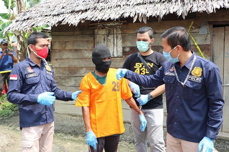 Pelaku pembunuhan ibu kandungnya di Desa Meunasah Panton, Kecamatan Tanah Jambo Aye, Aceh Utara, Jumat (12/6/2020) (Polres Aceh Utara)