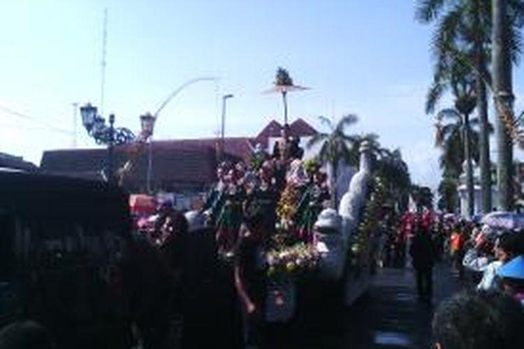 Ribuan masyarakat Yogya saksikan pawai budaya dalam rangka HUT kota Yogyakarta.