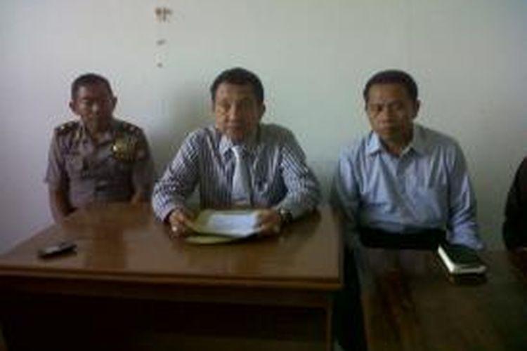 Direktur Narkoba Polda Sulselbar, Komisaris Besar (Kombes) Polisi Azis Jamaluddin didampingi jajarannya menggelar konfrensi pers terkait penangkapan Calon Legislatif (Caleg) DPR RI, Zachbidin Jis Habie di kantornya, Rabu (9/10/2013).