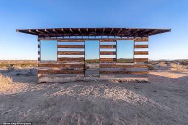 Semua yang dibutuhkan untuk mengubah tempat penampungan kayu reyot berusia 70 tahun ini tidak banyak. Berada di di California High Desert, Rumah Kaca ini menjadi
