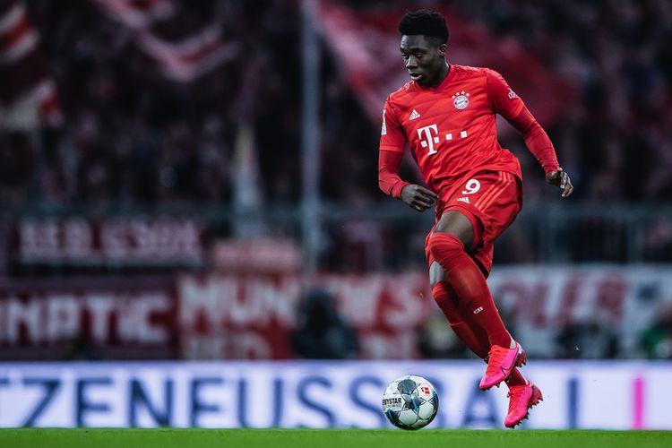 Alphonso Davies saat melakoni pertandingan bersama Bayern Muenchen